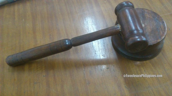 foreclosed-real-estate-auction-gavel